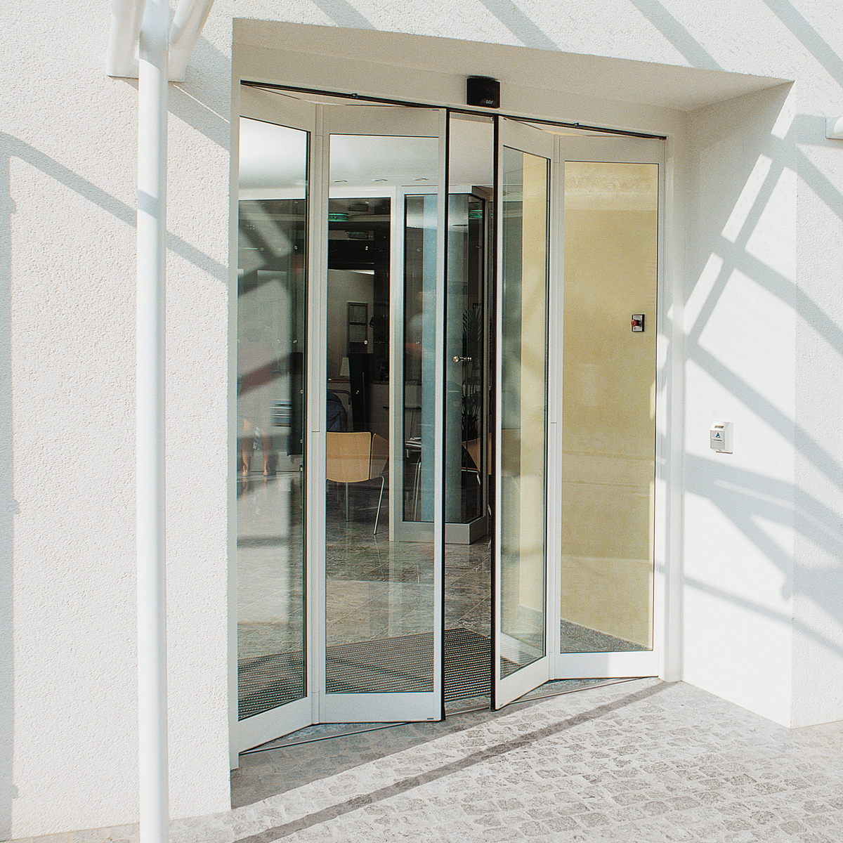 automatic folding doors in qatar